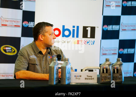Las Vegas, NV, USA. 4th Mar, 2016. Las Vegas, NV - Mar 04, 2016: Tony Stewart (14) speaks to the media prior to - Stock Photo