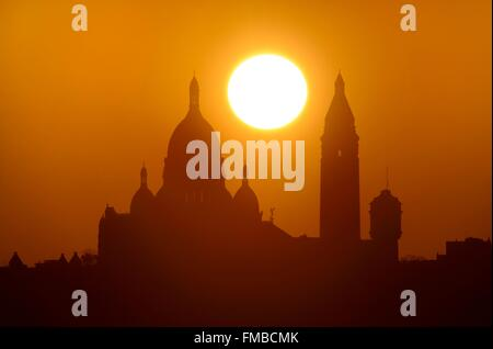 France, Paris, the Sacred Heart (Sacre Coeur) basilica on the hill of Montmartre at sunset - Stock Photo