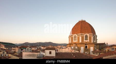 Rooftop view of the Medici Chapel in Florence, Italy captured in evening light with copy space in the clear sky - Stockfoto