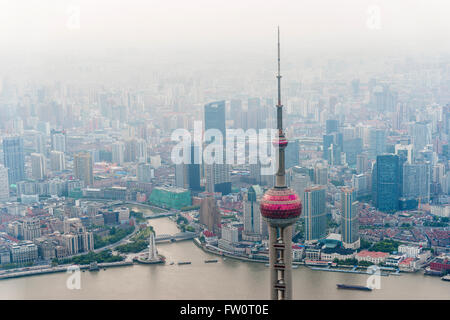 Shanghai aerial view at sunset with urban skyscrapers over river - Stockfoto