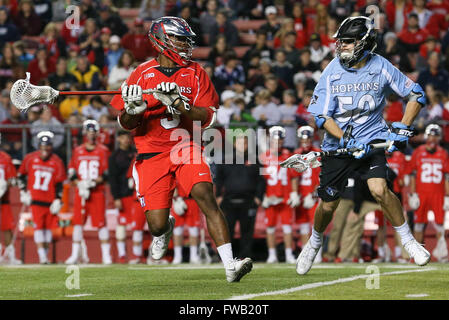 Piscataway, NJ, USA. 2nd Apr, 2016. Chad Toliver (3) looks to pass during an NCAA Lacrosse game between the Johns - Stock Photo