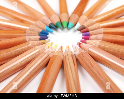 Full Frame Shot Of Colored Pencils Arranged Against White Background - Stockfoto