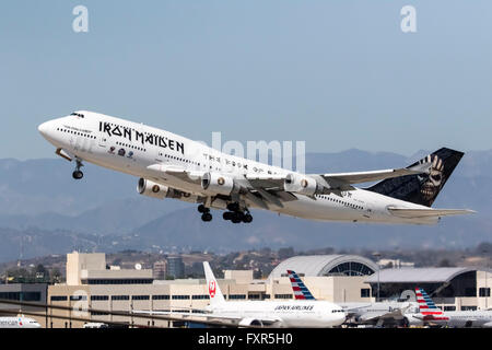 Los Angeles, CA, USA. 17th Apr, 2016. Los Angeles, CA - Apr 17, 2016: The rock group, Iron Maiden, take off from - Stock Photo