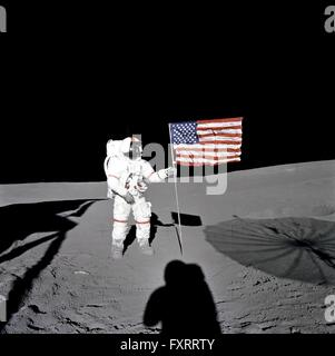 alan b. shepard astronaut on the surface of the moon nasa 1971 - photo #3