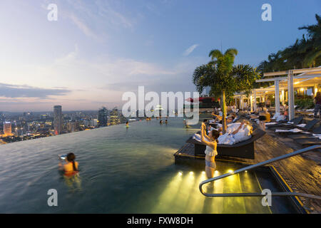 Marina Bay Sands , Infinity pool, Roof Terasse, Selfies,  Marina Bay, Singapore, Singapur, Southest Asia, - Stock Photo