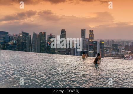Marina Bay Sands , Infinity pool, Roof Terasse, Sunset, Skyline, Asian Tourists, Marina Bay, Singapore, Singapur, - Stock Photo