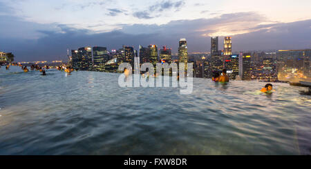 Marina Bay Sands , Infinity pool, Roof Terasse, Marina Bay, Singapore, Singapur, Southest Asia, - Stock Photo