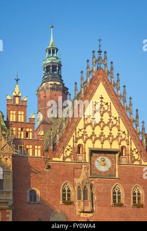 Wroclaw Town Hall (the Ratusz/Rathaus) stands at the centre of the City's Rynek (Market Square), Wroclaw, Poland, - Stock Photo