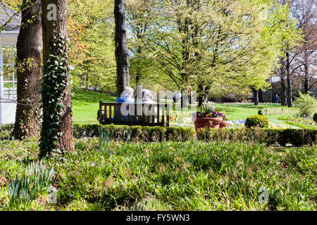 Britzer Garten, Neukölln, Berlin, Germany. 21st April 2016. Berliners, drawn outdoors by the warmer weather, visit - Stock Photo