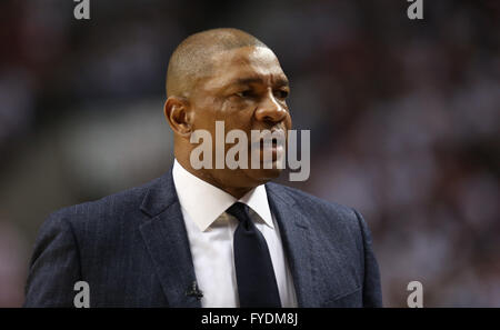Portland, Oregon, USA. 25th April, 2016. Clippers head coach, DOC RIVERS coaches on the sidelines. The Portland - Stock Photo