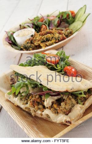 falafel wrap salad - Stockfoto