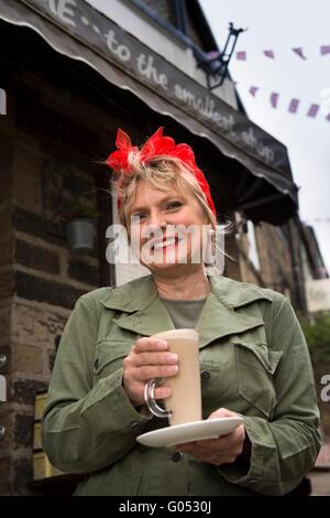 UK, England, Yorkshire, Haworth 40s Weekend, Main Street, Sharon Fuisdale - Stockfoto