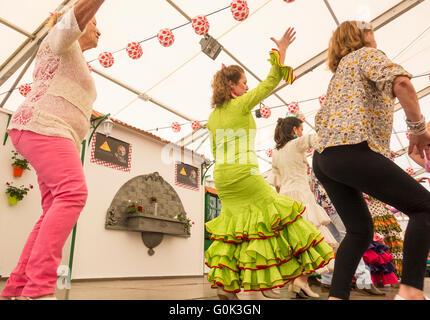 Flamenco dancing lesson at Feria de Abril event. Spain - Stockfoto