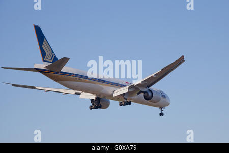 Singapore Airlines Boeing 777 9V-SWN coming into land at London Heathrow Airport LHR - Stock Photo