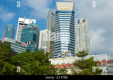 The Vintage Fullerton Hotel And The Singapore Business District Cityscape Behind. - Stock Photo