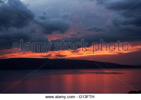 Dramatic skies above the island Krk in the Adriatic Sea, Croatia - Stockfoto