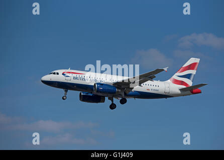 British Airways Airbus Civil Passenger Aircraft A 319-131 Reg (G-EUOC) coming into LHR London Heathrow.  SCO 10,375. - Stock Photo