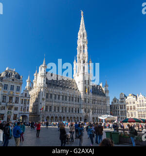 Brussels town hall (Hôtel de Ville or Stadhuis) and belfry on a sunny day. Completed 1420 in gothic architecture. - Stock Photo
