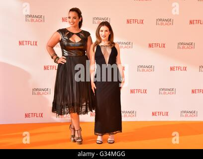Berlin, Germany. 7th June, 2016. Actresses and cast members Dascha Polanco and Yael Stone attend to the Premiere - Stockfoto