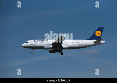 Airbus 320-211 Lufthansa (Troisdorf) Serial Registration D-AIPP.  SCO 10,405. - Stock Photo