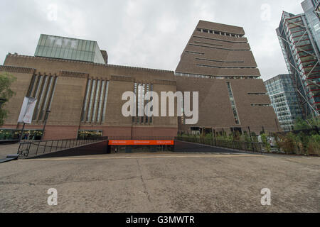 The Tate Modern, London UK. 14th June 2016. The world's most popular gallery presents the new Switch House to the - Stock Photo