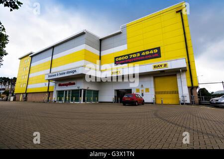 big yellow self storage facility reading berkshire england gb stock photo 60983402 alamy. Black Bedroom Furniture Sets. Home Design Ideas