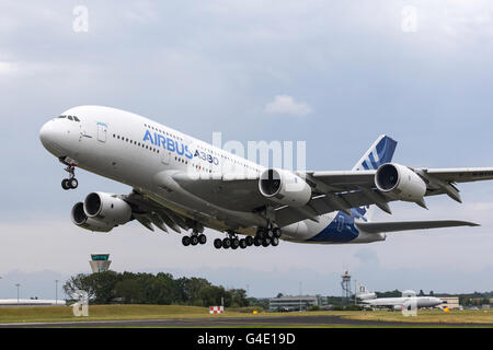 Airbus A380-841 F-WWOW displaying at the Farnborough International Airshow - Stock Photo