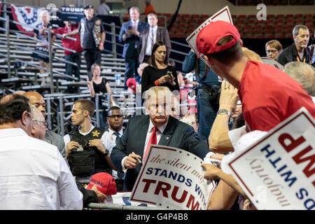Phoenix, Arizona, USA. 18th June, 2016. Donald J. Trump signs autographs after his campaign speech during a rally - Stock Photo