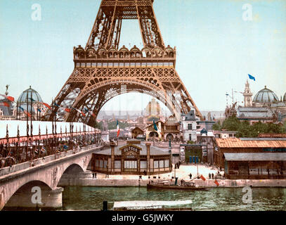 Paris Exposition, 1900. Eiffel Tower and general view of the grounds from the River Seine, Exposition Universelle - Stock Photo