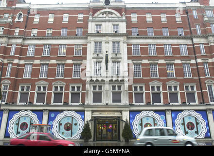 Harvey Nichols department store in London - Stock Photo