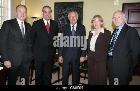 Peter Hain MP Meeting with his new Ministerial team - Northern Ireland Office, Millbank - Stock Photo