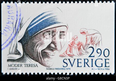 SWEDEN - CIRCA 1986: A stamp printed in Sweden dedicated to Nobel Peace, shows mother Teresa, circa 1986 - Stockfoto