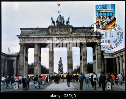 Deutschland - CIRCA 1990: Eine Postkarte gedruckt in Deutschland erinnert an den Fall der Berliner Mauer am 9. November - Stockfoto