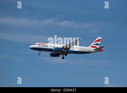 British Airways  Airbus 320-232 Registration G-EUU coming in to London Heathrow airport.  SCO 10,456. - Stock Photo