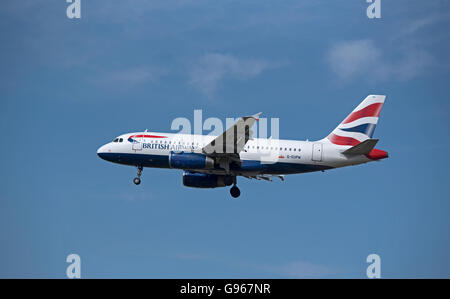 British Airways Airbus 319-131 Registration G-EUPW approaching London Heathrow airport.  SCO 10,465. - Stock Photo