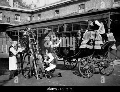 British Royal Family - Weddings - Princess Elizabeth & Philip Mountbatten - Preparations - London - 1947 - Stock Photo