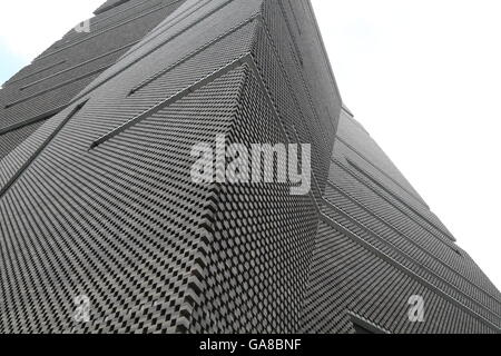 Sharp lines and angles define the design of the new wing of Tate Modern in London. - Stock Photo