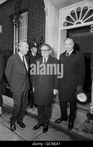 Politics - Henry Kissinger and Alec Douglas-Home - Downing Street, London - Stock Photo