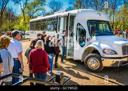 Utah Bus Tour Traveling