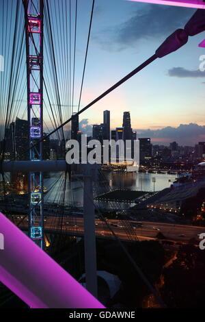 Asien, Suedostasien, Singapur, Bankenviertel, Skyline, Riesenrad, Flyer, abend, Die Skyline aus sicht der Riesenrad - Stock Photo