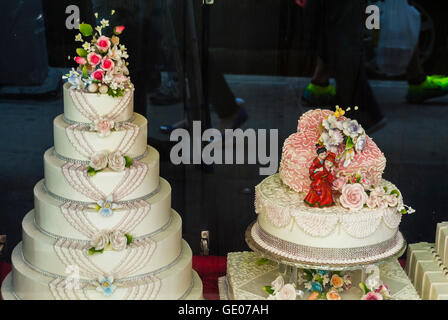 wedding cakes bakery nyc cakes on display in chinatown shop window shaftesbury 23845