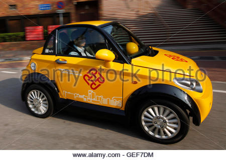 THIS PICTURE IS 2 OF 25 TO ACCOMPANY INSIGHT 'ELECTRIC-CAR/BIG OIL'. SEARCH IN YOUR PICTURE SYSTEM FOR KEYWORD 'ELECTRIC - Stockfoto
