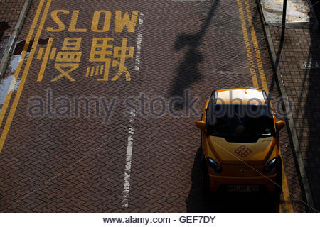 THIS PICTURE IS 1 OF 25 TO ACCOMPANY INSIGHT 'ELECTRIC-CAR/BIG OIL'. SEARCH IN YOUR PICTURE SYSTEM FOR KEYWORD 'ELECTRIC - Stock Photo