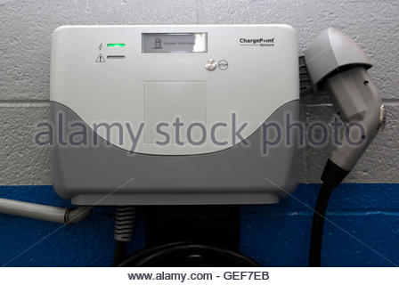 THIS PICTURE IS 16 OF 25 TO ACCOMPANY INSIGHT 'ELECTRIC-CAR/BIG OIL'. SEARCH IN YOUR PICTURE SYSTEM FOR KEYWORD - Stock Photo