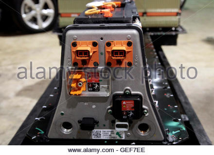 THIS PICTURE IS 17 OF 25 TO ACCOMPANY INSIGHT 'ELECTRIC-CAR/BIG OIL'. SEARCH IN YOUR PICTURE SYSTEM FOR KEYWORD - Stock Photo