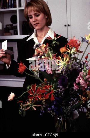 Mary Stuart Masterson   Lisa (Mary Stuart Masterson) arbeitet in einer Bank und hat wenig Zeit fürs Privatleben. - Stock Photo
