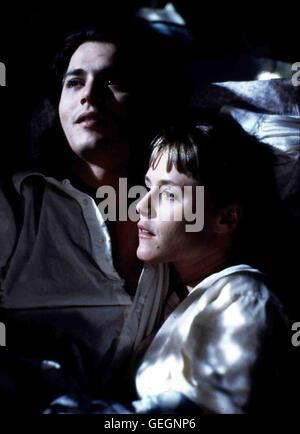 Mary Stuart Masterson, Johnny Depp Joon (Mary Stuart Masterson) ist sehr gluecklich mit Sam (Johnny Depp). *** Local - Stock Photo