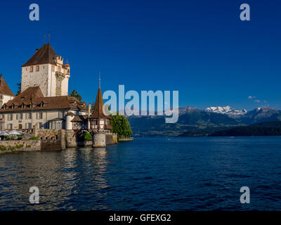 how to get to oberhofen castle from bern