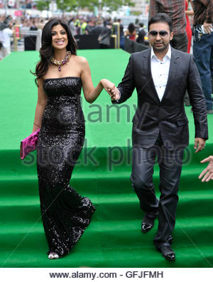 Bollywood actress Shilpa Shetty and husband Raj Kundra (R) arrive on the green carpet during the International Indian - Stock Photo
