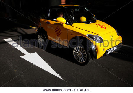 THIS PICTURE IS 4 OF 25 TO ACCOMPANY INSIGHT 'ELECTRIC-CAR/BIG OIL'. SEARCH IN YOUR PICTURE SYSTEM FOR KEYWORD 'ELECTRIC - Stockfoto